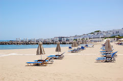 Sunbeds at the beach of luxury hotel Royalty Free Stock Photography
