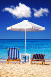 Sunbeds bij Plaka-strand op Naxos-eiland Royalty-vrije Stock Fotografie