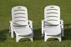 Sunbeds brancos Fotografia de Stock Royalty Free