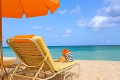 Sunbeds en la playa Foto de archivo libre de regalías