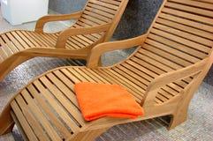 Sunbeds na aptidão com sobre Imagem de Stock Royalty Free