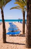 Sunbeds nella spiaggia Immagine Stock Libera da Diritti