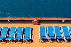 Sunbeds no barco imagens de stock