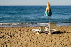 Sunbeds no beira-mar Fotografia de Stock
