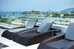 Sunbeds at swimming pool of luxury hotel Royalty Free Stock Images