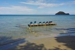 Sunbeds w wodzie, koukla plaża, Zakynthos wyspa Zdjęcie Stock