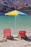 Sunbeds y parasol Foto de archivo libre de regalías