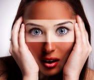 Sunburn pojęcie - kobieta z dębnikiem nad połówką twarz obrazy royalty free