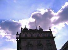 Sunburst bak slotten Arkivbilder