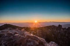 Sunburst Od Paulina szczytu zdjęcie royalty free
