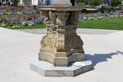 sunclock på en historisk rokoko parkerar Royaltyfri Bild