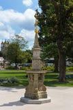 sunclock på en historisk rokoko parkerar Arkivbild
