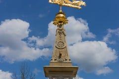 sunclock på en historisk rokoko parkerar Royaltyfri Foto