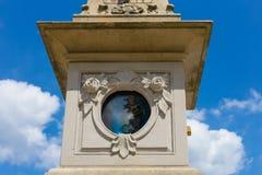 sunclock på en historisk rokoko parkerar Arkivfoton