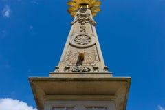 sunclock på en historisk rokoko parkerar Royaltyfri Fotografi