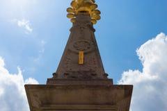 sunclock på en historisk rokoko parkerar Arkivfoto