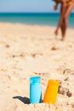 Suncream en la playa imagen de archivo libre de regalías