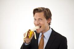 Sund affärsman som äter bananen Royaltyfri Foto