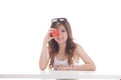 Sund asiatisk kvinna med frukter Arkivbilder