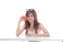 Sund asiatisk kvinna med frukter Fotografering för Bildbyråer