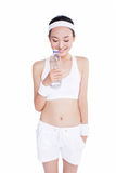 Sund asiatisk kvinna med handduk- och vattenflaskan Royaltyfri Fotografi
