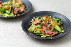 Sund asiatisk nötköttsallad fotografering för bildbyråer