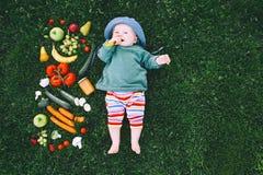 Sund barnnäring, behandla som ett barn matning Royaltyfri Fotografi