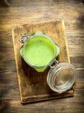 Sund drink som göras från nya frukt och grönsaker Royaltyfri Fotografi