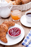 Sund fransk frukostkaffegiffel royaltyfri fotografi