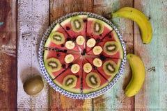 Sund frukost av naturliga frukter arkivfoto