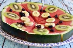 Sund frukost av naturliga frukter royaltyfri foto