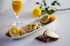 Sund frukost med frukt Royaltyfri Bild