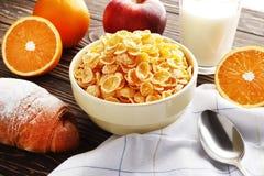 Sund frukost med frukter och vitaminer royaltyfri bild