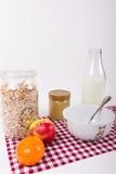 Sund frukost med honung och frukt Royaltyfria Foton