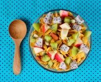 Sund frukost med sädesslag och frukt Royaltyfria Bilder