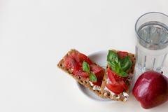 Sund frukost som isoleras på vit royaltyfria foton