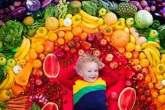 Sund frukt- och grönsaknäring för ungar royaltyfri fotografi