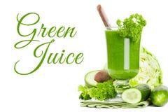 Sund grön fruktsaftsmoothie Arkivbilder