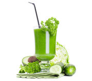 Sund grön fruktsaftsmoothie Arkivfoton