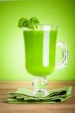 Sund grön fruktsaftsmoothie Royaltyfria Bilder