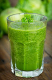 Sund grön smoothie royaltyfri fotografi