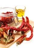 Sund italiensk råkost: peppar för röd chili och ol Royaltyfri Fotografi