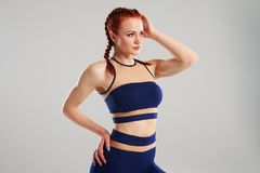 Sund kvinnlig i sportswear Arkivbilder