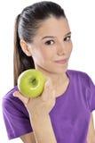 Sund livsstil - lycklig kvinna som äter ett äpple arkivbild