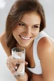 Sund livsstil som äter 04 som cirkulerar drinkar Hälsa, Arkivbilder
