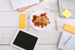 Sund lunch i regeringsställning, bantar matbegrepp Arkivbilder