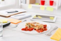 Sund lunch i regeringsställning, bantar matbegrepp Arkivfoton