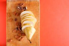 Sund mat, fruktbakgrund, skivade päronet Royaltyfri Bild