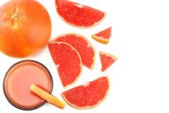 sund mat grapefruktfruktsaft med den skivade grapefrukten som isoleras på bästa sikt för vit bakgrund Royaltyfri Foto