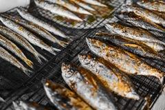 sund mat Grillad fisk på galler mål Havs- äta Nutri Royaltyfri Foto